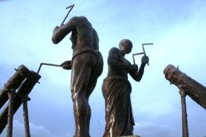 Bronsbeelde by die lughawe
